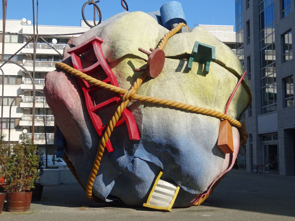 Claes Oldenburg Bundle, Mauerstraße